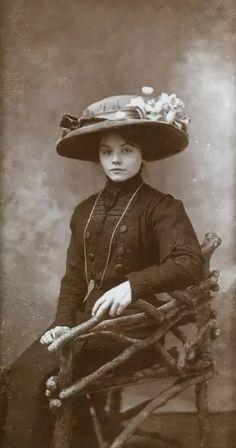 Fine Art Prints, Framed Prints, Canvas Prints, Vintage Photos Women, Vintage Ladies, Studio Portraits, Old Portraits, A0 Poster, Wonderful Images
