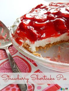Strawberry Shortcake Pie {#12DaysOf Valentine Recipes & Crafts}