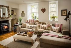 30 Modern Farmhouse Living Room Remodel Ideas – Home Decor Ideas Cottage Living Rooms, Chic Living Room, Living Room Furniture, Living Room Decor, Country Furniture, Smart Furniture, Furniture Chairs, Furniture Stores, Living Area