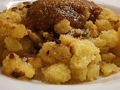 Császármorzsa A császármorzsa is gyakori étel volt gyermekkoromban. Nem számított a drága ételek közé. Finom házi barack lekvárral tálalta a Nagymamám.