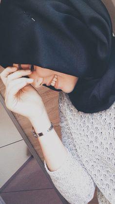 Shyness is the woman's most valuable jewelry. Modern Hijab Fashion, Arab Fashion, Muslim Fashion, Women's Fashion, Stylish Hijab, Hijab Chic, Arab Girls Hijab, Muslim Girls, Hijabi Girl
