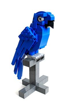 There seems to be a persisting presence of bird builds in the LEGO community, more so than other animals. Now Paul Lee joins the fun with his recreation of a Hyacinth Macaw. It is one of my favourite kinds of parrots personally, but I never expected it to be the bird of choice for nearly …
