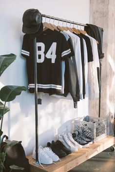 Love the idea of DIYing this cloths rack out of pluming parts and reclaimed wood - STYLE DECORUM http://www.styledecorum.com/