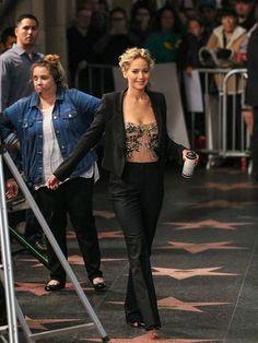 Jennifer Lawrence is seen at 'Jimmy Kimmel Live' on December 12 2016 in Los Angeles California Jennifer Lawrence Birthday, Pelo Jennifer Lawrence, Celebrity Dresses, Celebrity Style, Penelope Cruze, Jennefer Lawrence, Blond, Celebs, Celebrities