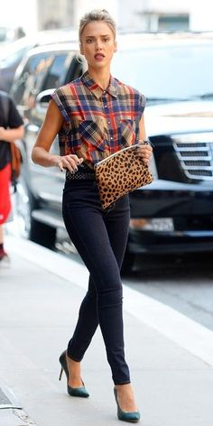 Jessica Alba in a flannel sleeveless shirt, skinny jeans, teal pumps and a leopard statement clutch #fashion #clothing #leopard