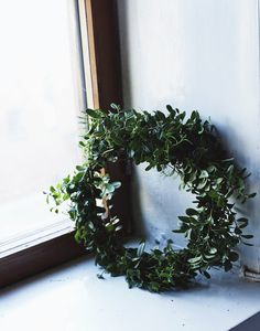 lingonberry wreath by Suvi sur le vif