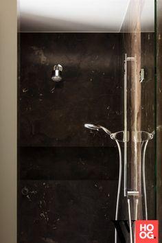 Karaktervolle villa in groene rand rond Antwerpen - Hoog ■ Exclusieve woon- en tuin inspiratie. Luxury Living, Door Handles, Interior Design, Bathroom, Inspiration, Dutch, Decor, Modern, Lush