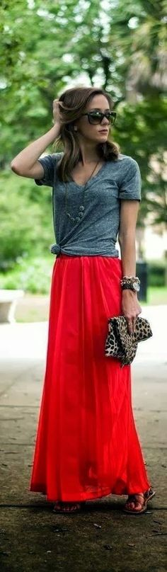 Street style | Grey top, red maxi skirt, sandals, clutch