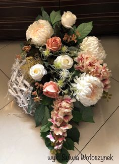Kompozycja nagrobna 2018 wyk. Sylwia Wołoszynek Grave Flowers, Funeral Flowers, Vence, All Saints Day, Center Table, Fall Flowers, Ikebana, Memorial Day, Flower Pots