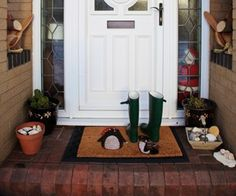 Entryway ideas: Nothing intimidates guests like having a bunch of junk in your doorway. A welcoming entryway is free of clutter.