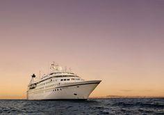 Zdjęcie przedstawia niezwykły statek Seabourn Legend! Zapewne każdemu marzy się niezapomniana przygoda na Karaibach, a rejs tym statkiem może zapewnić niesamowite wrażenia! Na pokładzie czeka wiele atrakcji, polecam sprawdzić http://www.sonriso.pl/rejsy-wycieczkowe-statek-seabourn_legend-12-informacje :)