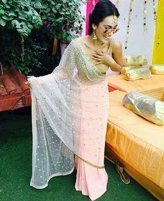 Naagin 3 actress Bela is high on fashion with her saree looks. Checkout Surbhi Jyoti saree looks and hairstyles from Naagin serial Pakistani Dresses, Indian Sarees, Indian Dresses, Indian Outfits, Anarkali, Lehenga, Stylish Sarees, Saree Look, Elegant Saree