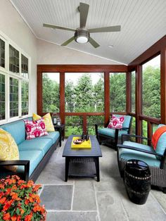 Screen in porch designed by Claire Paquin of Clean Design. Photo by Donna Dotan (via House of Turquoise).: Screen in porch designed by Claire Paquin of Clean Design. Photo by Donna Dotan (via House of Turquoise). Screened Porch Designs, Screened In Patio, Small Patio, Small Sunroom, House Of Turquoise, Three Season Room, Enclosed Patio, House With Porch, Decks And Porches