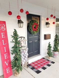 Stunning 54 Catchy Porch Decorating Ideas That Can Make Amazing Place. christmashome : Stunning 54 Catchy Porch Decorating Ideas That Can Make Amazing Place. Noel Christmas, Outdoor Christmas Decorations, Simple Christmas, Farmhouse Christmas Decor, Christmas Crafts, Christmas Kitchen, Christmas 2019, Christmas Presents, Christmas Lights