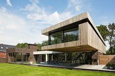 Materials + cantilever + deck | Hilberink Bosch Architecten - 102 Heesch, bosvilla
