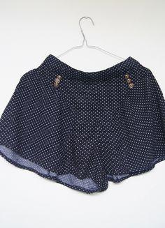 Kup mój przedmiot na #vintedpl http://www.vinted.pl/damska-odziez/szorty-rybaczki/13351355-szorty-w-kropeczki-pin-up-zlote-guziki-wysoki-stan