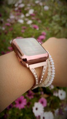 Best Apple Watch, Apple Watch Faces, Apple Watch Series, Apple Watch Bands Fashion, Apple Watch Wallpaper, Chic Fashionista, Diamond Bracelets, Luxury Designer, Gold Gold