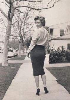 Marilyn, pencil skirt