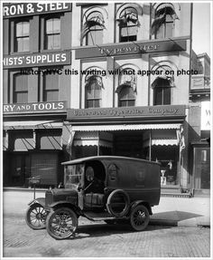 Underwood Typewriter Building, Manhattan, New York, with Ford Model T parked in front, 1905