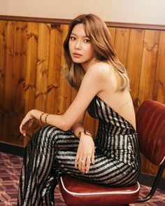 """Update: Girls' Generation's Sooyoung Features In Latest Teaser For """"Holiday Night"""" Girls Generation Hyoyeon, Girl's Generation, Korean Girl, Asian Girl, Sooyoung Snsd, Holiday Nights, Famous Girls, Girl Day, Looking Gorgeous"""