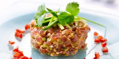 Tonijntartaar met Thaise smaken Guacamole, Cooking Recipes, Healthy Recipes, Scampi, Starters, Sushi, Curry, Rice, Lunch