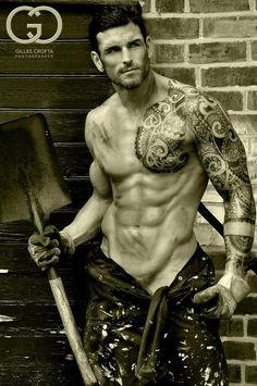 Stuart Reardon. Rugby-playing, tattooed tamale.