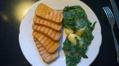 Aftensmad: Stegt torskerogn med stuvet spinat og asparges. Egen opskrift.