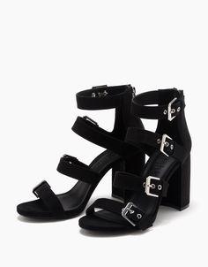 https://www.bershka.com/it/donna/scarpe/visualizza-tutto/sandalo-tacco-ampio-con-fascette-e-fibbie-c1010193192p100904019.html?colorId=040