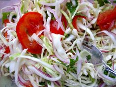 Cabbage + Tomato Salad head of green cabbage, finely shredded 1 red onion, thinly sliced 4 tomatoes, thinly sliced cup finely chopped fresh cilantro Salt and pepper Juice of 5 limes cup white vinegar 1 teaspoon of sugar teaspoon ground cumin Side Dish Recipes, New Recipes, Cooking Recipes, Healthy Recipes, Side Dishes, Recipies, My Colombian Recipes, Colombian Food, Orzo