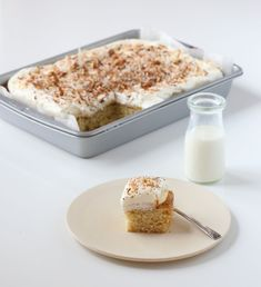 Vanilla Sheet Cake with Vanilla Custard, Whipped Cream and toasted Coconut Pecans Sprinkle Coconut Pecan, Toasted Coconut, Vanilla Sheet Cakes, Vanilla Cake, Cake Recipes, Dessert Recipes, Desserts, Norwegian Food, Norwegian Recipes