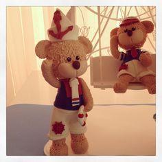 Ursinhos Marinheiros feitos em biscuit para topos de bolo ou enfeites de mesa e ainda enfeita o quarto de meninos.