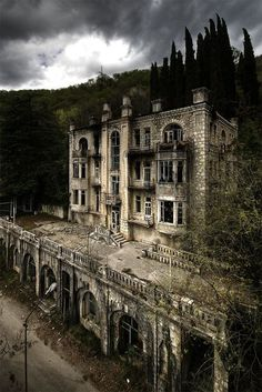 The abandoned Hotel Skala in the Gagri Mountains, Abkhazia - I love old abandoned buildings for some reason Abandoned Castles, Abandoned Mansions, Abandoned Places, Beautiful Ruins, Beautiful Buildings, Beautiful Places, Spooky Places, Haunted Places, Haunted Hotel