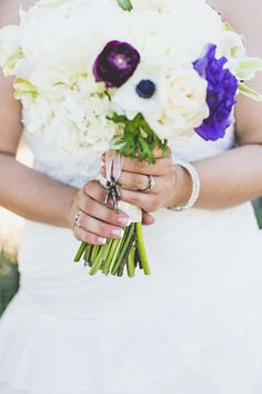 Meaningful charms hung from the bride's bouquet