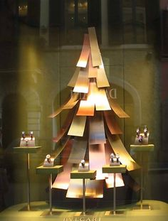 (A través de CASA REINAL) >>>>> Metal Christmas Tree - Bulgari 2006 on Behance ⓔⓣⓒ