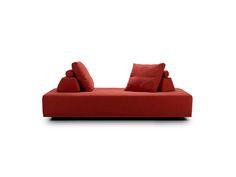 Rød sofa, Joy, design Jens Juul Eilersen for Eilersen, kan brukes fra alle sider. 29 500 kr, Exó Møbelstudio.