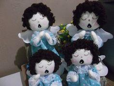 Kit com 4 Anjinhos de Pano Azul - ideais para decoração de batizados e lembrancinhas.    Conforme foto.  2 grandes 35cm e 2 pequenos 25cm    Disponível para venda unitária - consultar valores