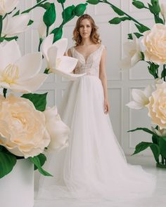 Arch Wedding, Diy Wedding, Wedding Dresses, Giant Paper Flowers, Large Flowers, Blue Orchids, White Wings, Paper Flower Backdrop, My Flower