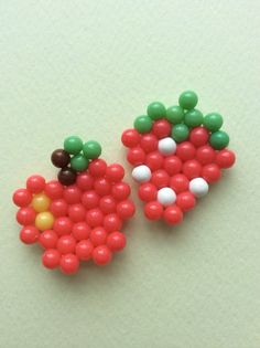 Make a healthy apple and strawberry with the Hello Kitty Fashion set! Yum! #hellokitty #aquabeads