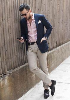 Blazer azul e camisa rosa