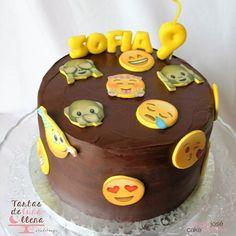 Buenos dias! por fin es viernes, hoy os dejo con esta otra tarta del fin de semana pasado, se me pasa el tiempo volando!! feliz dia familia!! #tarta #tartadechocolate #emoji #emojis #emojicake #pastel #pasteleria #bakery #bake #baking #baked #yummy #yumyummy #foodie #foodblog #foodblogger #tartasdelunallenablog #tartasdelunallena #cake #chocolatecake #emoticonos #tartaemoticonos http://tartasdelunallena.blogspot.com.es/