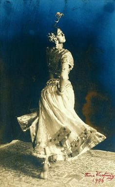 Ruth St Denis as Radha, 1906.
