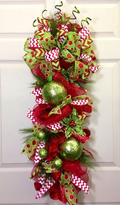 50 Best Christmas Door Decoration Ideas 2016 – I love Pink Christmas Swags, Christmas Door Decorations, Holiday Wreaths, Christmas Holidays, Christmas Ornaments, Holiday Decor, Wreath Crafts, Diy Wreath, Deco Wreaths
