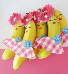 Let's go bananas Fruit Decorations, Food Decoration, Edible Crafts, Fun Crafts, Ideas Decoracion Cumpleaños, Kids Party Treats, Food Art For Kids, Creative Food Art, Kids Meals