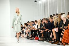 Maison Margiela Spring 2017 Ready-to-Wear Atmosphere and Candid Photos - Vogue
