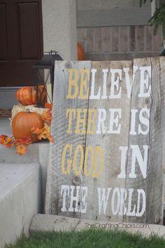 Fall Porch Ideas for Small Porches Diy Arts And Crafts, Fall Crafts, Home Crafts, Diy Crafts, Thanksgiving Decorations, Seasonal Decor, Autumn Decorations, House Decorations, Thanksgiving Ideas