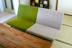 探し求めていたローソファです。 PENTA 900 Chairを和室とフローリングを仕切る部分に設置している、カウンターテーブル付きのソファ(他社製)との組み合わせとして購入。  和室が約10cmほど床より高くなっているため、カウンターテーブルに合う高さのローソファがなかなか見つからず困っていました。 今回購入のソファは和室の雰囲気にも良くなじむのに、フローリングスベースのリビングにも違和感なくとけ込むため、今の部屋にぴったりで、大変気に入っています。  座面も大きく、2脚並べて2人で座ると、ずいぶん余裕があり、食事をとるにも最適と感じています。 たくさんの生地から選ぶことができ、和室に設置する前提で生地の色を選びましたが、非常にマッチしたお部屋の雰囲気が出せました。ソファライフフォト | NO.251 愛知県 S様邸 |ソファ専門店FLANNEL SOFA