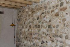 Rénovation à la chaux d'un mur en silex et marne, maison de pêcheur Isolation, Garages, Habitats, Attic Spaces, Brick, Traditional Interior, Whitewash, Wall, Home