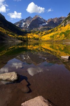 Maroon Lake and Maroon Bells, near Aspen, Colorado. Places Around The World, Oh The Places You'll Go, Places To Travel, Places To Visit, Dream Vacations, Vacation Spots, All I Ever Wanted, Europe, Nature Pictures