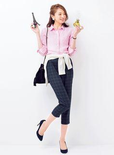 Feminine day 5: pink shirt × checker cropped pants
