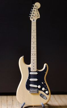 2017 Fender Deluxe Stratocaster Vintage Blonde - New Opened Box, Mint Vintage Electric Guitars, Cool Electric Guitars, Vintage Guitars, Gibson Guitars, Fender Guitars, Guitar Amp, Cool Guitar, Fender Deluxe Stratocaster, Guitar Inlay
